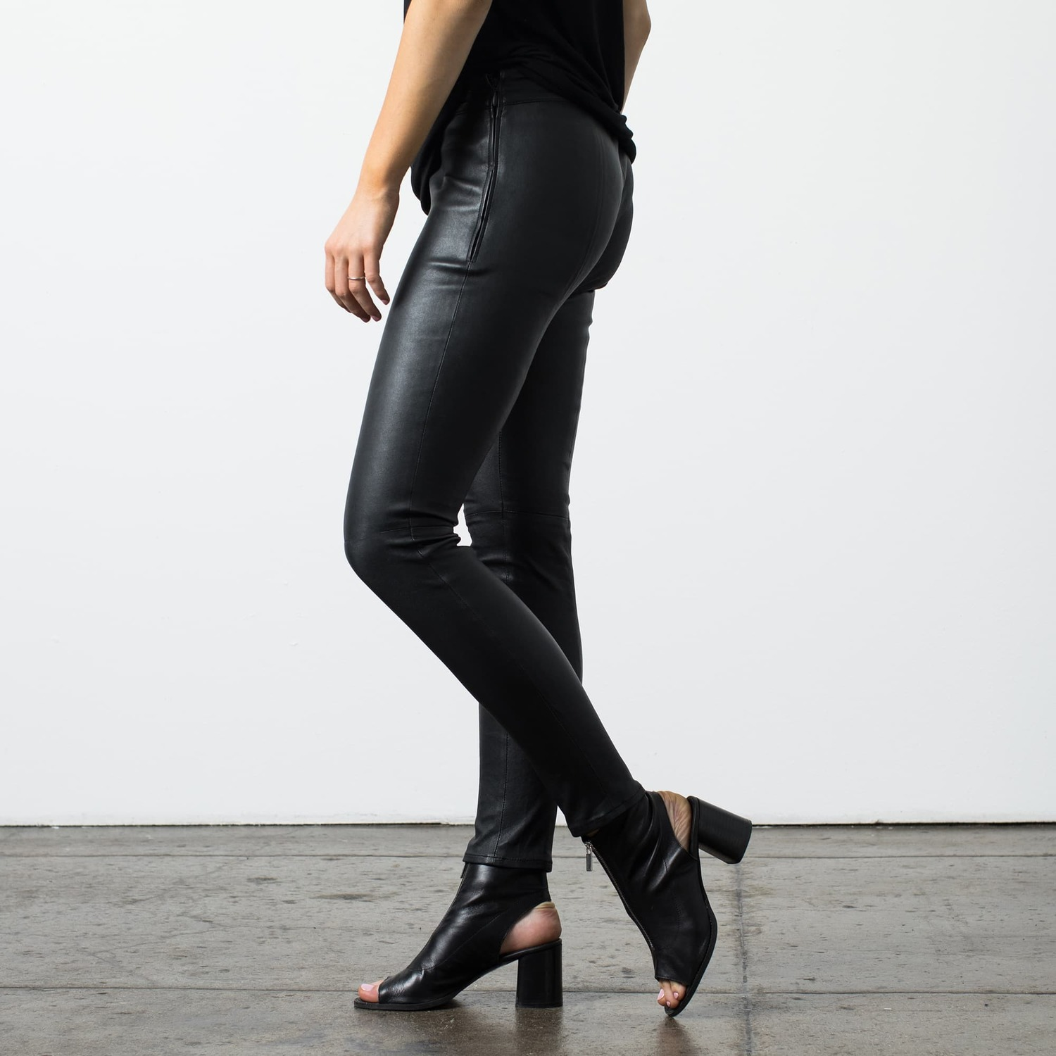 Womens Leather Leggings In Black 300 Dstld