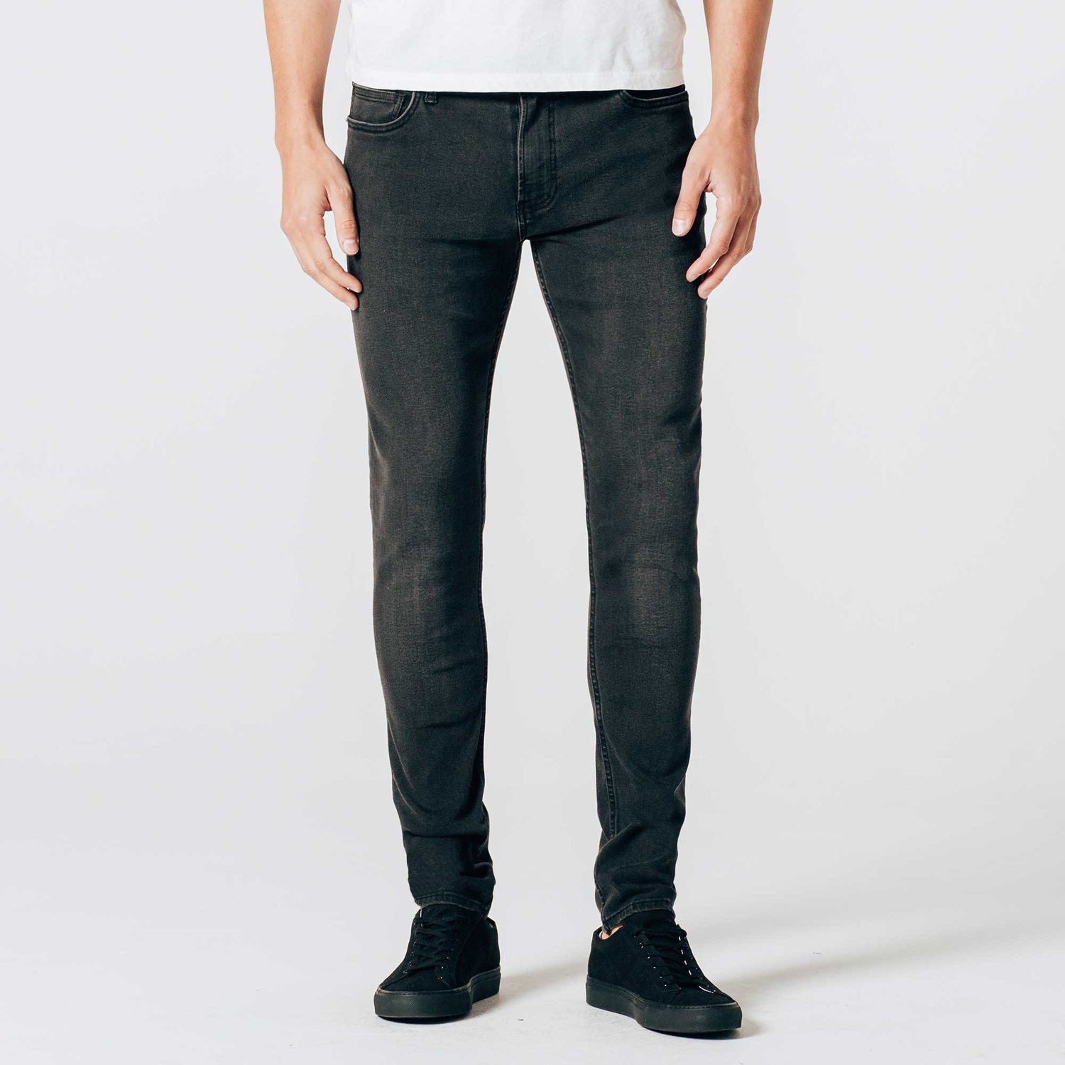 Channel your inner rockstar with a pair of black skinny jeans, teamed up with a white tee and a black leather jacket and boots. Business lunch? Smarten up things with dark blue jeans in slim fit and plain white Oxford shirt.