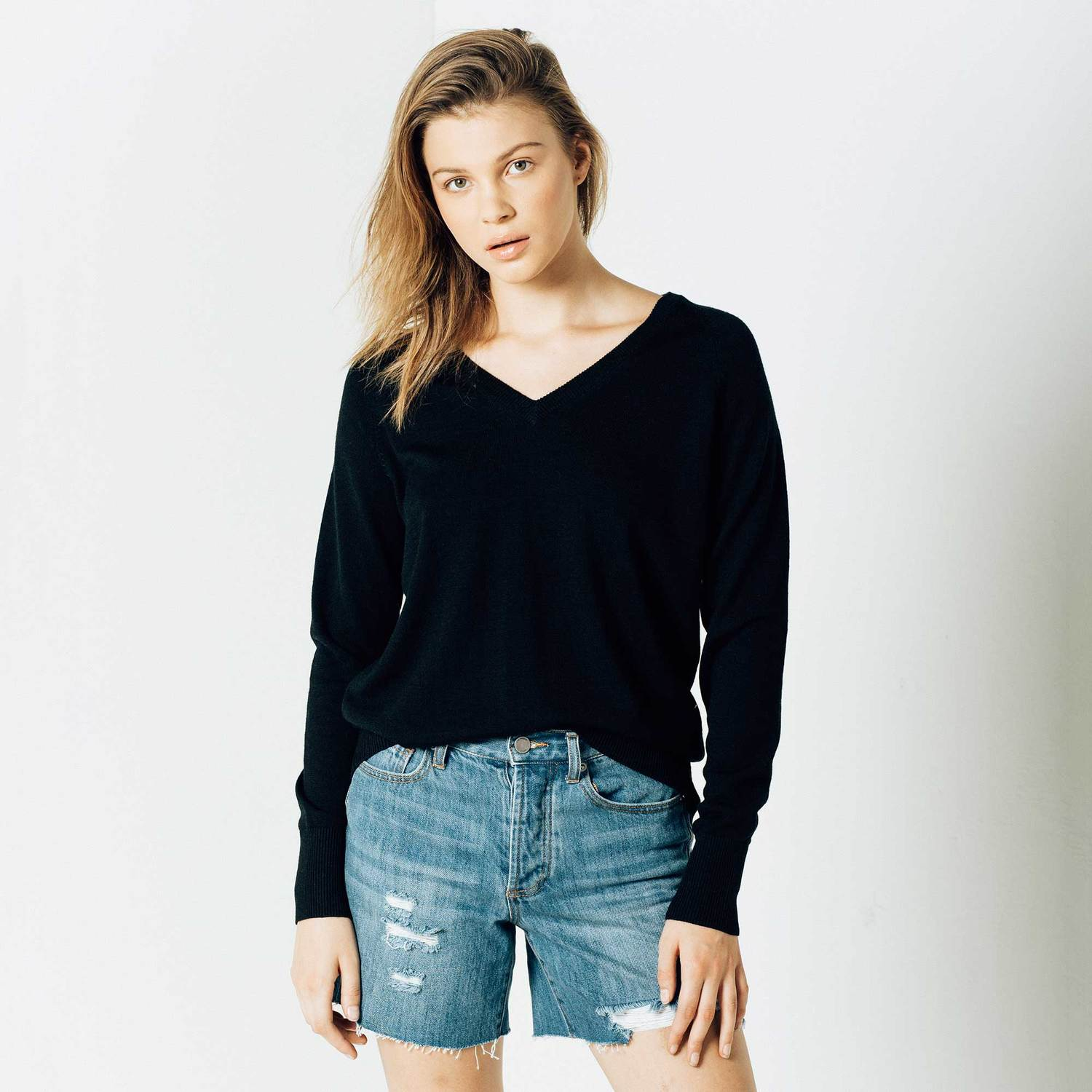 Womens Wool V Neck Pullover Sweater In Black 40 Dstld