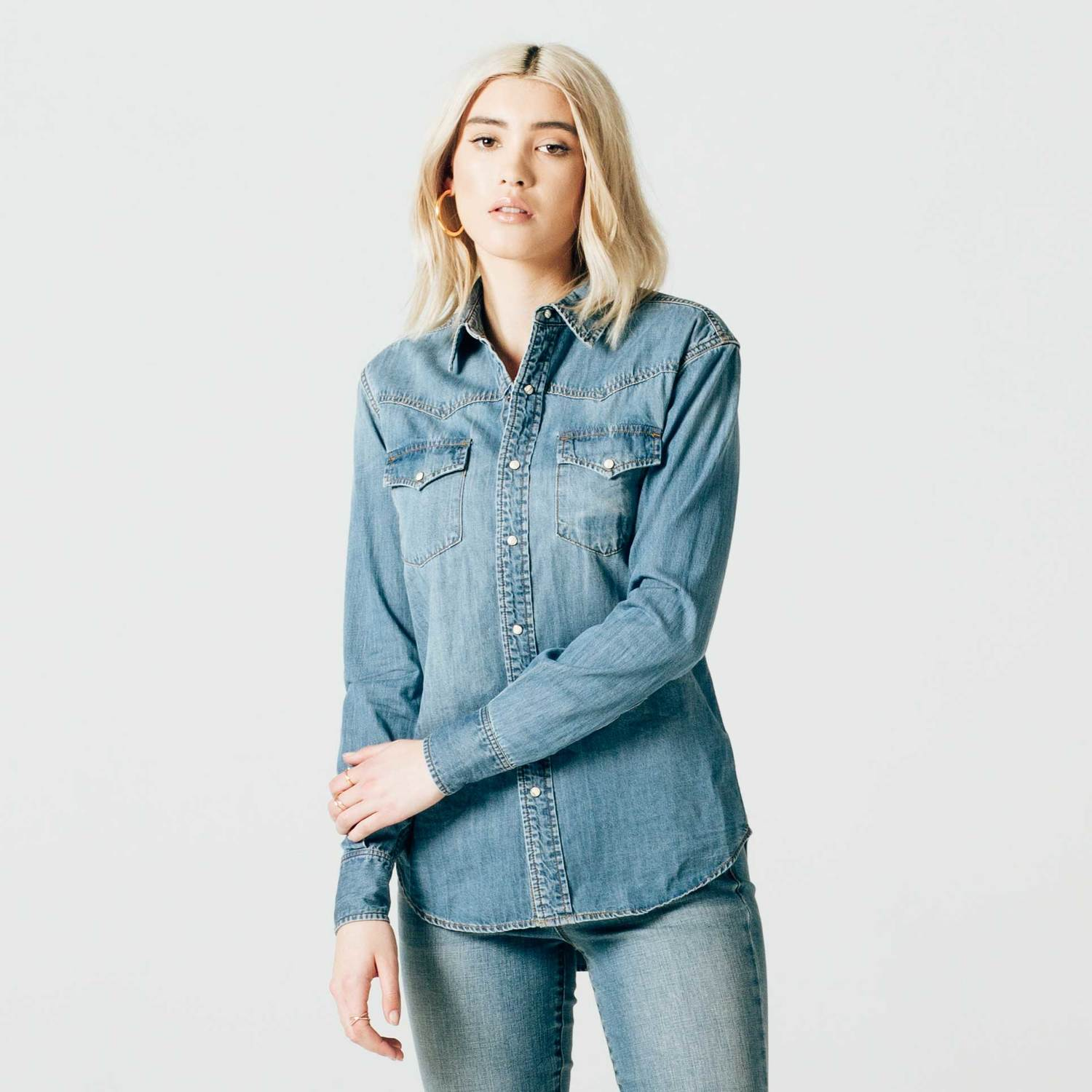 Womens Snap Denim Button Down Shirt In Light Vintage $75 | DSTLD